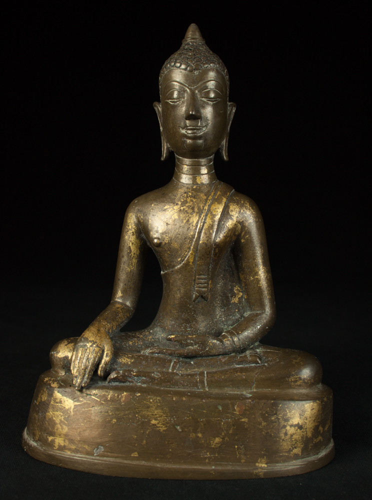 Antique bronze Chiengsean Buddha statue from Thailand