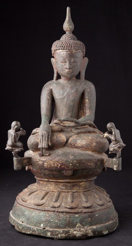 Special bronze Ava Buddha statue from Burma made from Bronze
