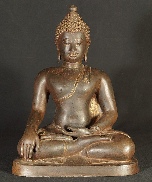 Old bronze Chiang Saen Buddha statue
