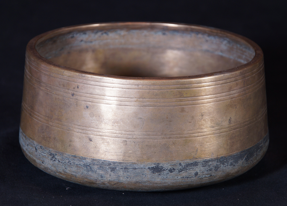 Unusual - rare antique singing bowl from Nepal made from Bronze