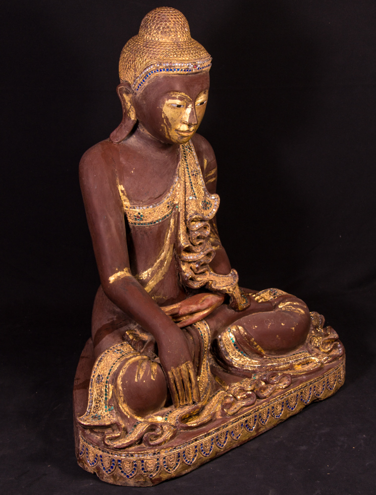 alte holzerne mandalay buddha figur aus birma gemacht aus holz. Black Bedroom Furniture Sets. Home Design Ideas
