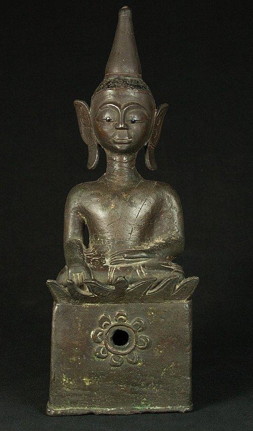Antique bronze Laos Buddha Buddha statue