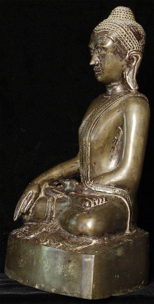 Antique bronze Arakan Buddha from Burma made from Bronze