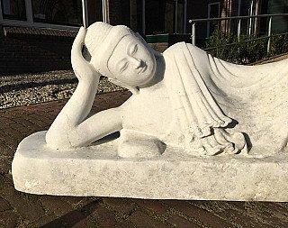 Nieuw gemaakte liggende marmeren Boeddha