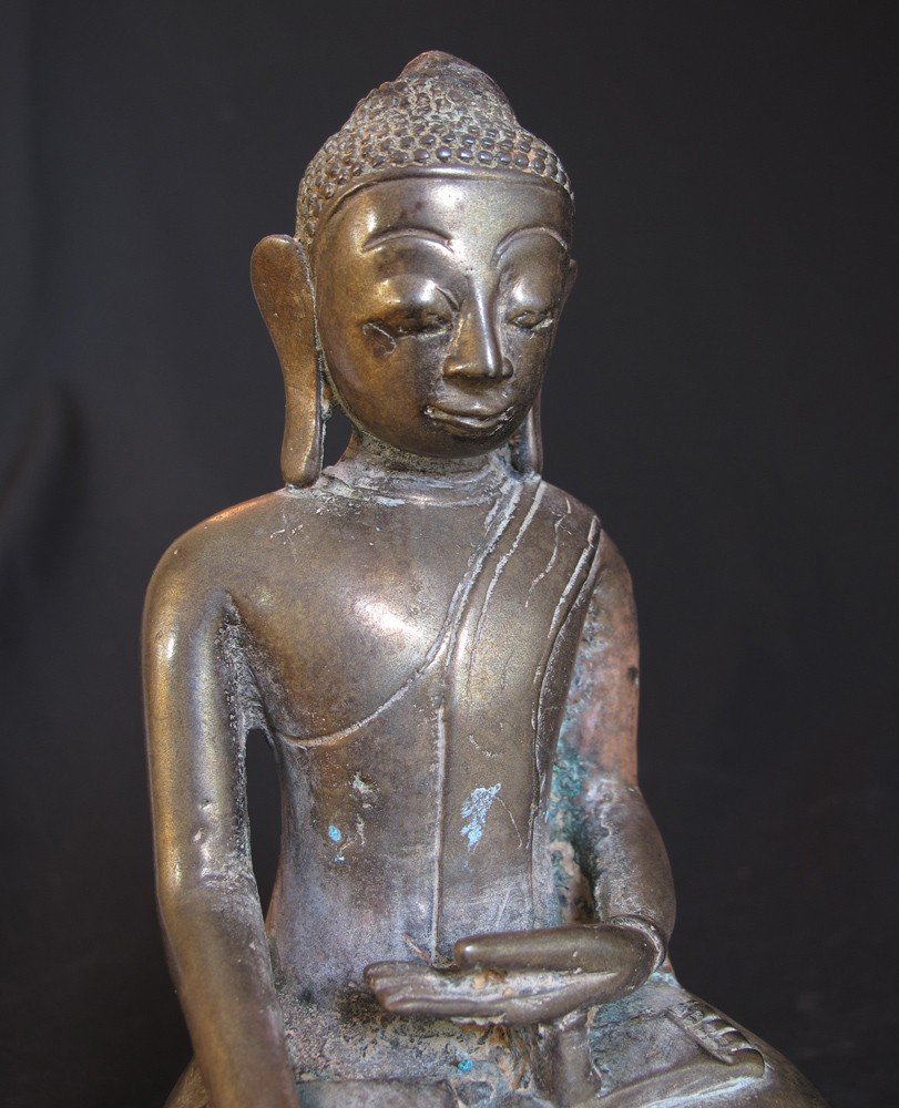Antique bronze Ava Buddha from Burma made from Bronze