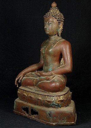 Old bronze Chiang Saen Buddha statue