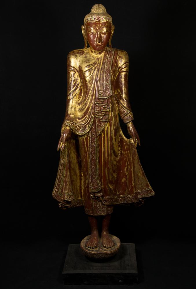 antike holzerne mandalay buddha figur aus birma gemacht aus holz. Black Bedroom Furniture Sets. Home Design Ideas
