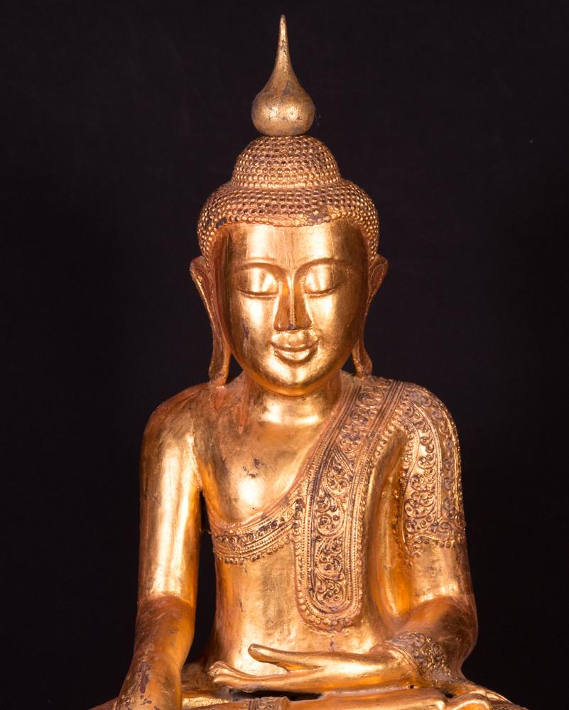 Alte holzerne buddha figur aus birma gemacht aus holz for Buddha figur