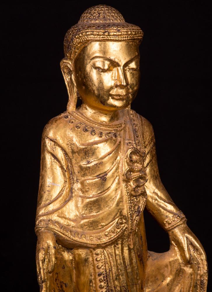 Alte teakholzerne buddha figur aus birma gemacht aus holz for Buddha figur holz