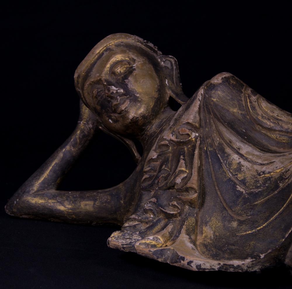 alte liegende buddha figur aus birma gemacht aus holz. Black Bedroom Furniture Sets. Home Design Ideas