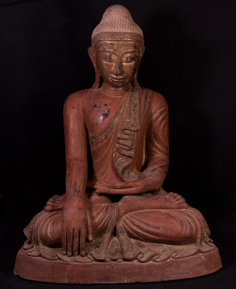 Large lacquer Mandalay Buddha statue from Burma made from lacquer
