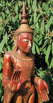 Alter stehender Buddha