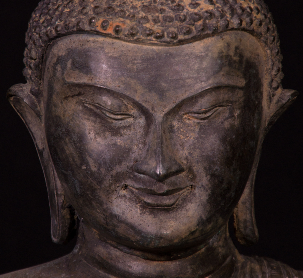 Old bronze Pagan Buddha statue from Burma made from Bronze
