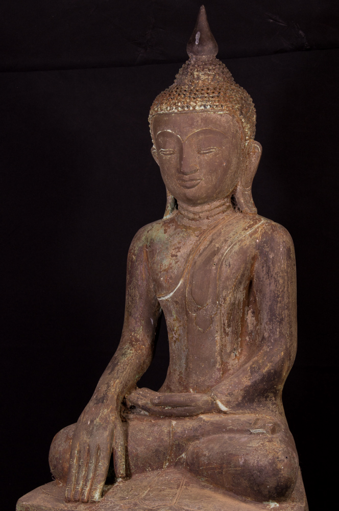 Antique bronzen Shan Buddha statue from Burma made from Bronze