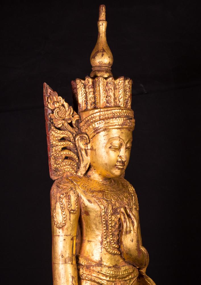 alte stehende kronen buddha figur aus birma gemacht aus holz. Black Bedroom Furniture Sets. Home Design Ideas