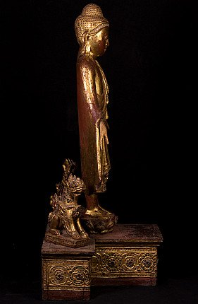 Antique Burmese Buddha statue with 2 temple lions