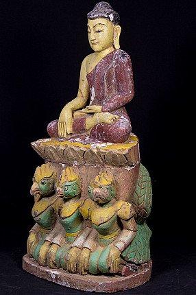 Alte hölzerne Buddha Figur auf Garuda Vögel