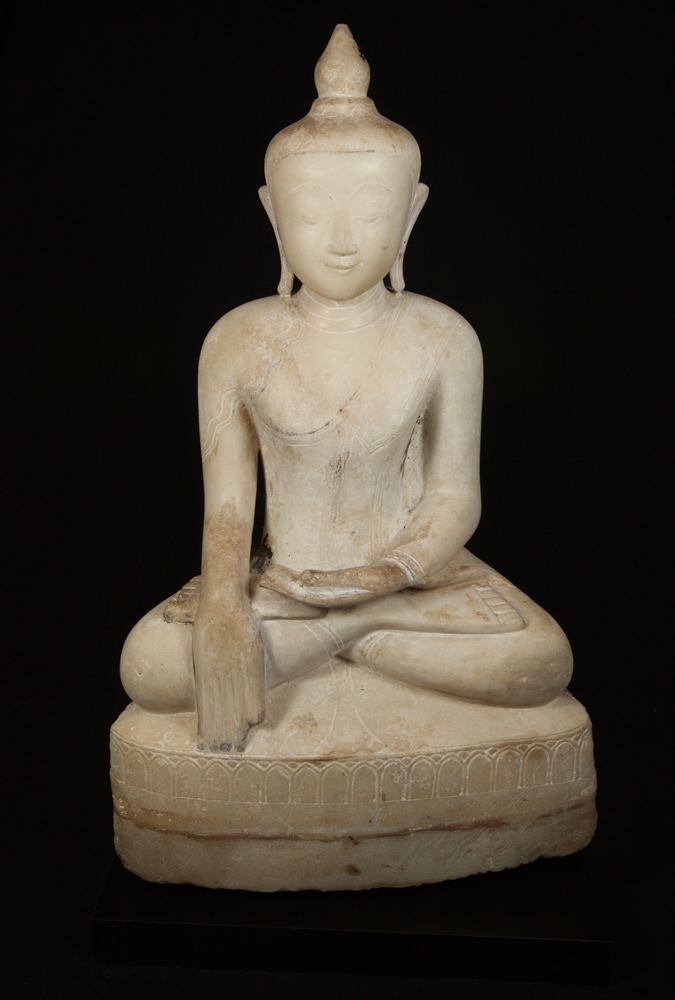 Very special Burmese alabaster Buddha statue from Burma