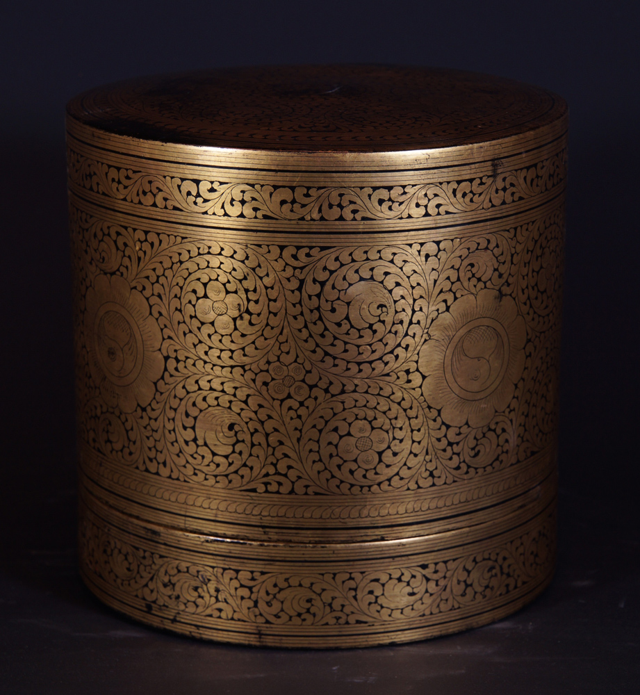 Old lacquerware betelnut box from Burma made from lacquer