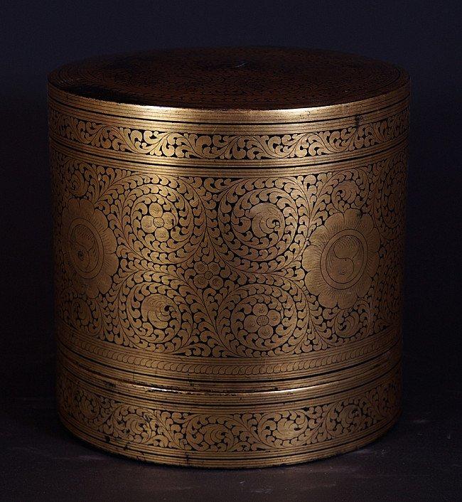 Old lacquerware betelnut box