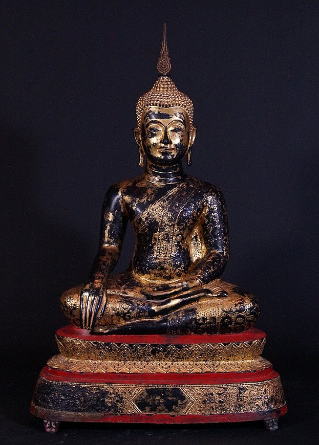 Antique Rattanakosin Buddha statue