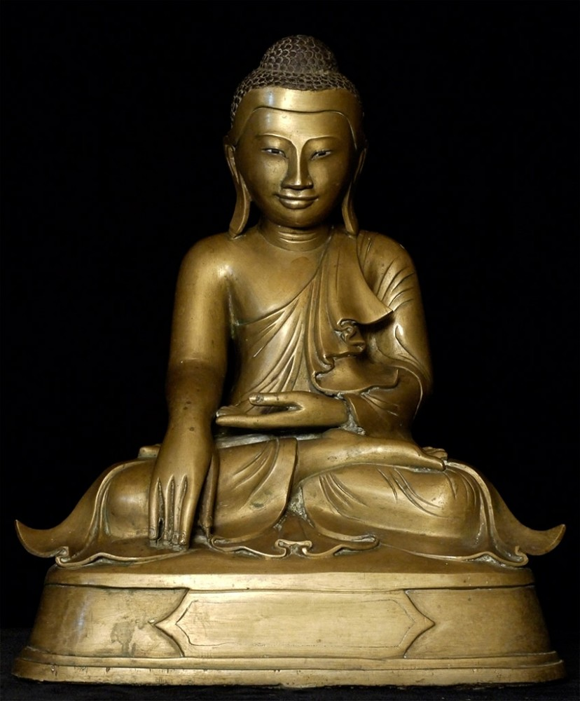 Antique bronze Mandalay Buddha from Burma