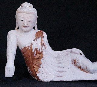 Oude liggende Boeddha