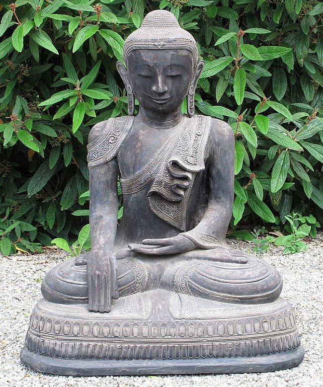 Old lacquerware Buddha