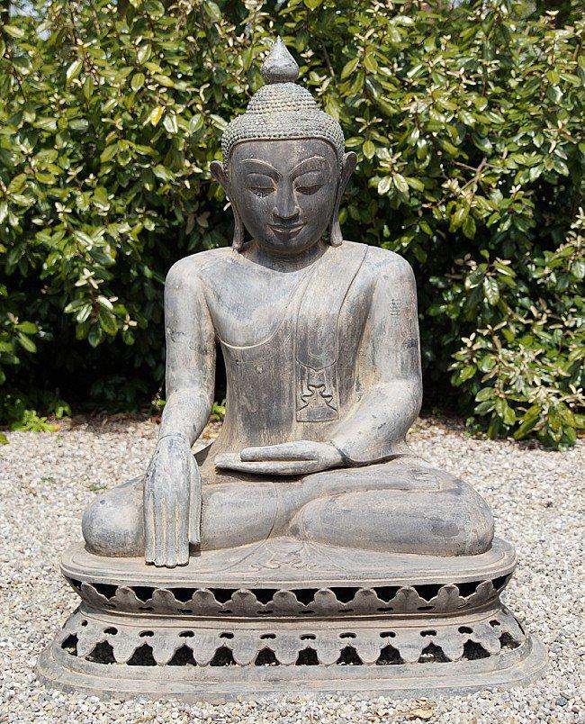 Large bronze Buddha statue