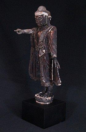 Antieke staande Mandalay Boeddha