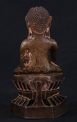 Antique Pinya Buddha statue