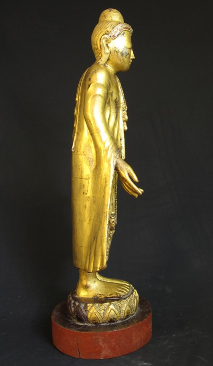 antiker mandalay buddha figur aus birma gemacht aus holz. Black Bedroom Furniture Sets. Home Design Ideas