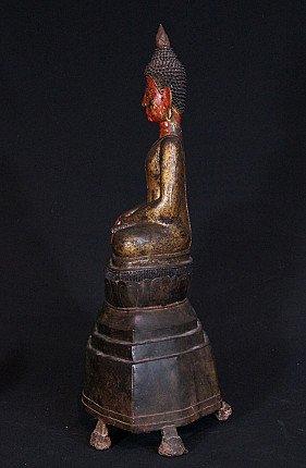 Large 17th century bronzen Buddha