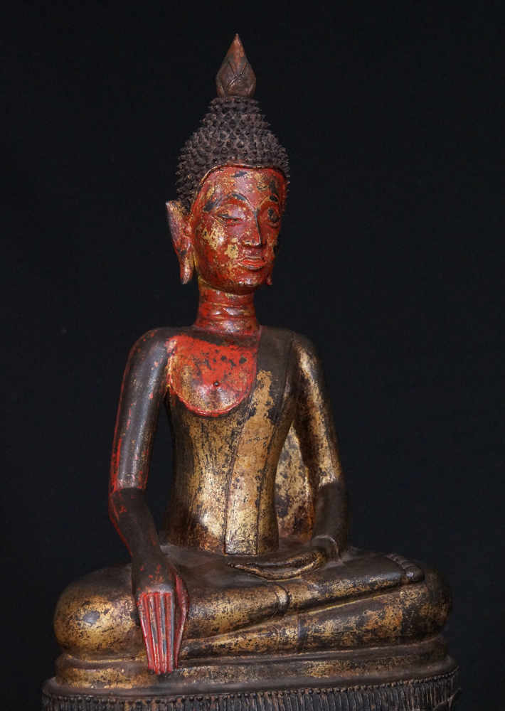 Large 17th century bronzen Buddha from Laos made from Bronze