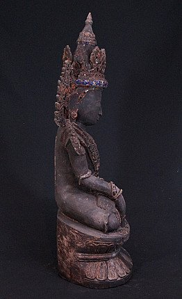 Antique crowned Buddha