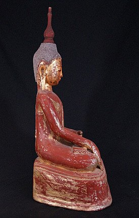 Old lacquer Buddha statue