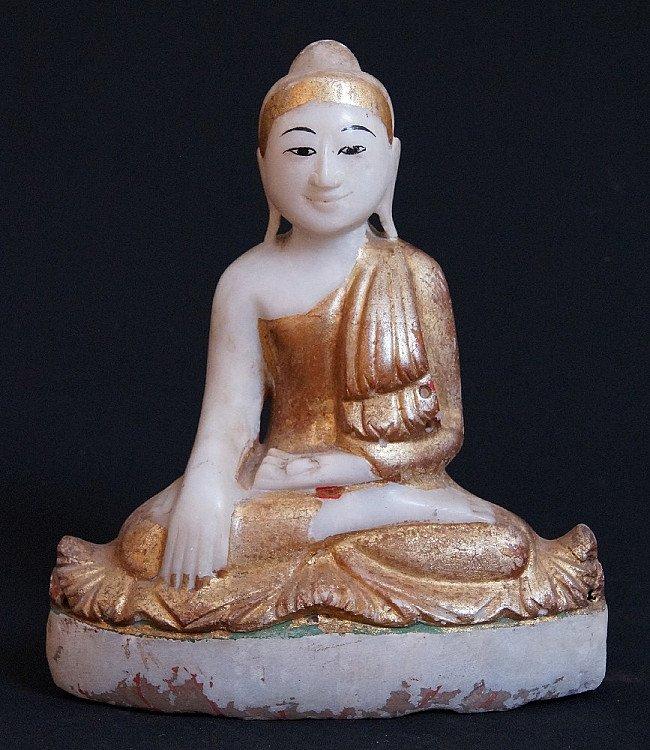 Oude marmeren Boeddha