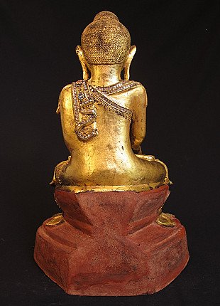 Old lacquer Buddha