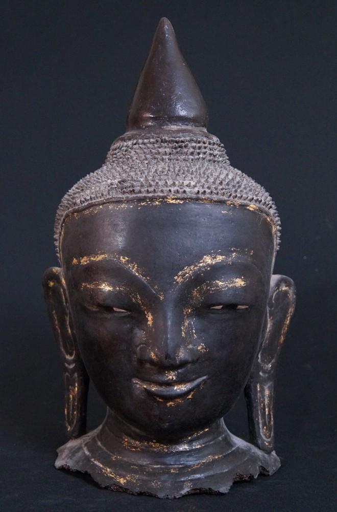 gro e lavastein buddha kopf aus indonesien gemacht aus. Black Bedroom Furniture Sets. Home Design Ideas