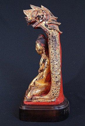 Antiker Shan Buddha mit Naga
