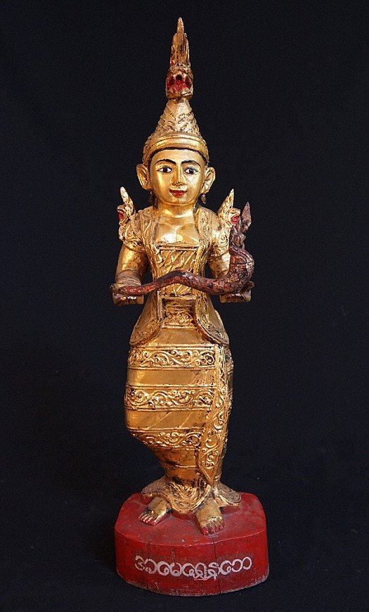 Staande Birmese Nat