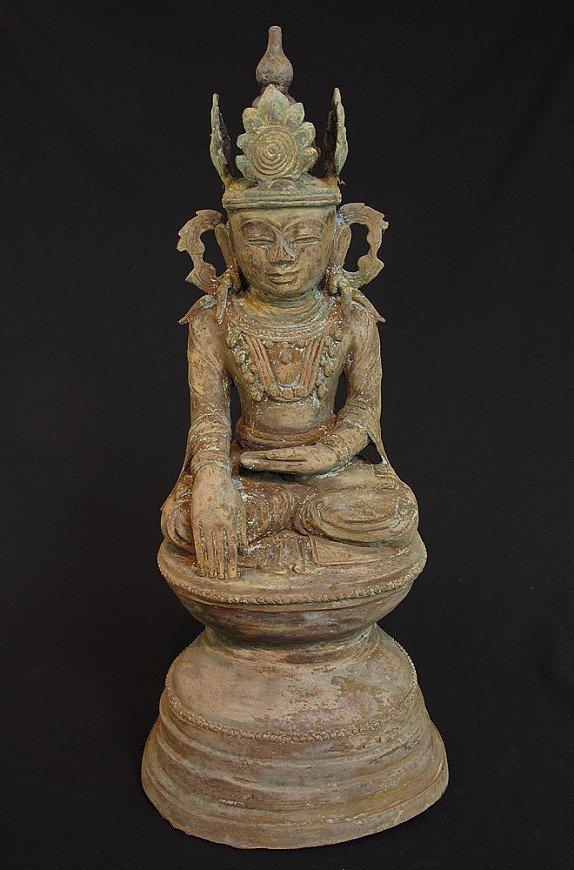 Old Buddha in Amarapura style
