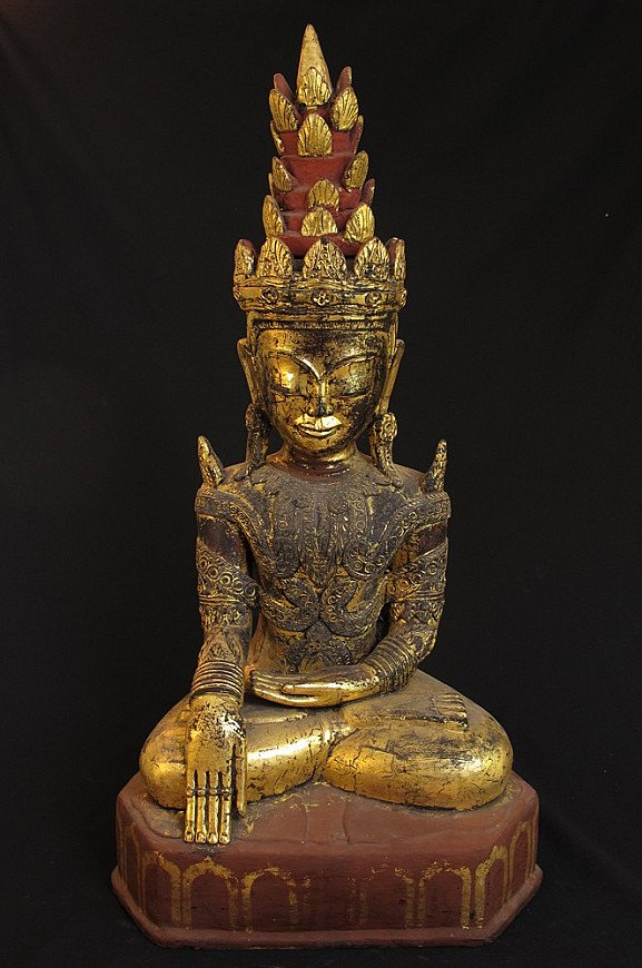 Antique crowned Shan Buddha