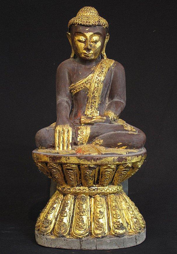 Old sitting Buddha