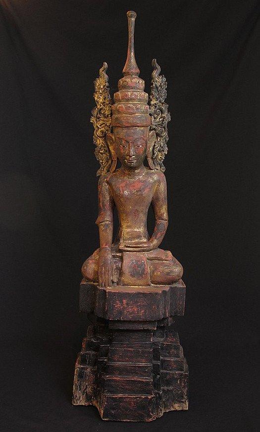 Large crowned Buddha